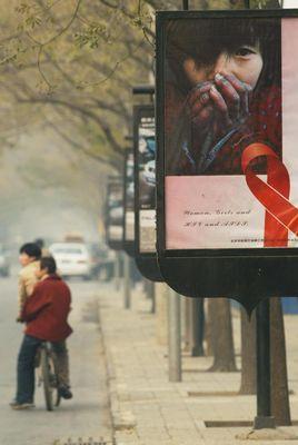 Poster koji promovira saznanja o SIDI na svjetski dan SIDE u Pekingu.