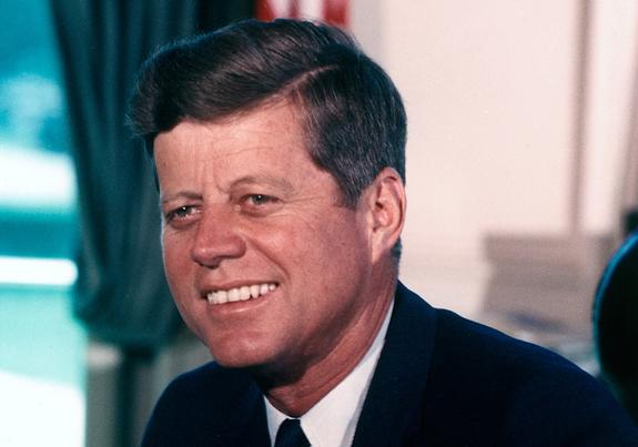 Riječi JFK-ja bi se trebale učiti u školama, no to nije slučaj. Ovaj ubijeni predsjednik SAD-a je bio i ostao jedan i jedini vladar najveće planetarne super sile u modernoj povijesti koji je otvoreno dotakao sve probleme patokracije.
