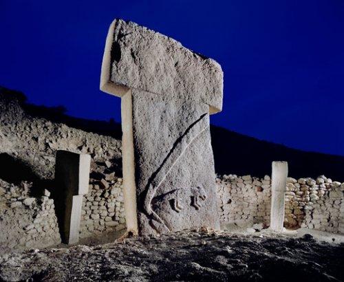 Sicilijanski monolit nalikuje na monolite iz Gobelki Tepea u Turskoj.