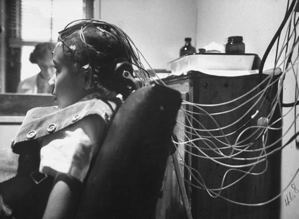 """Puharich je htio kontaktirati vanzemaljske entitete mučenjem djece na sve moguće načine, takvu djecu je krstio imenom """"zvjezdana djeca,"""" a podatke dobivene od njih je smatrao valjanim kanaliziranim materijalima."""