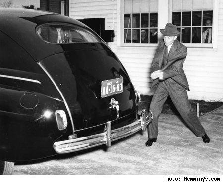 """""""Zašto koristiti šume kojima trebaju vjekovi da se obnove i rudnike koji iziskuju vječnost da se natalože, kada možemo dobiti podjednako drvnih i mineralnih proizvoda uzgajajući konoplju?""""Henry Ford s automobilom napravljenim od konoplje"""