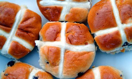 Uskršnji kolači ili sirnice su također preuzete iz poganskih običaja i svetkovina.
