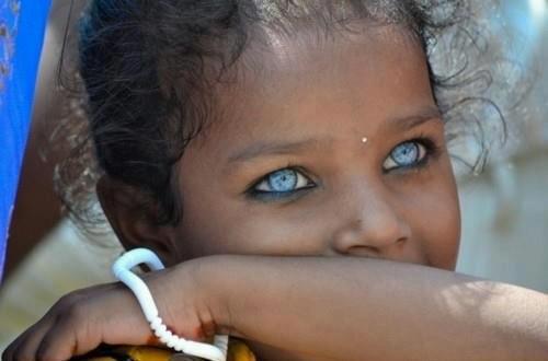 """Obično su oči prvas """"stvar"""" koju pogledamo na drugom ljudskom biću."""