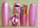 Slatku malu pernicu za olovke možete svojem djetetu napraviti od iskorištene plastične posude od šampona.