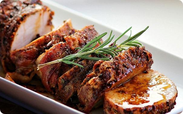 Svinjetina je najbolji izvor proteina i masti. Osnova ketogene dijete su: životinjska mast, maslinovo, laneno, bučino ulje, proteini u mesu i riba.