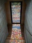 Ukoliko se staklo na vašim vratima razbilo, možda bi ga mogli zamjeniti ovim staklenim mozaikom u boji.