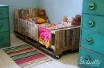 Ovaj dječji krevet  je izrađen od drvenih paleta