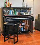 Bar za pića od starog klavira