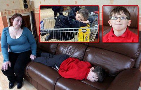 Josh Hadfield, nekoć energičan i vedar dječak danas spava po 19 sati dnevno zbog narkolepsije.