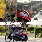 Obiteljski bicikl s prikolicom za djecu