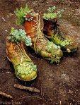 Mali cvjetnjak u cipelama kao dojmljivi ukras