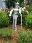Ukrasna figura od limenki za vaš vrt