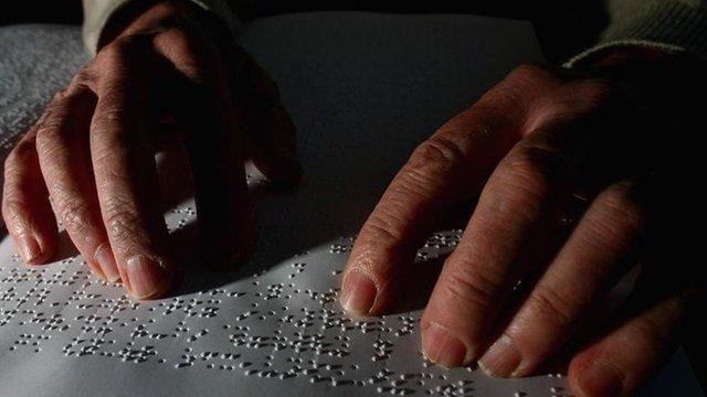 Slijepim ljudima se iznimno brzo razvijaju sluh i osjet dodira.