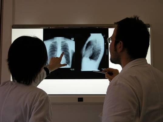 Medicina koristi različite tehnologije s kojima nas zrači: rentgenske snimke, fMRI i različita onkološka zračenja.