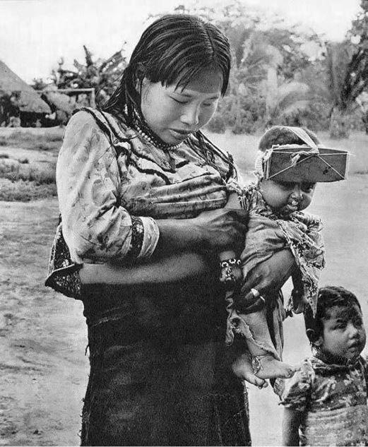 """Tipičan škripac za glavu koji se koristi u plemenu Ucayali u Peruu, čini glave beba """"lijepima"""" i nalik na glave božanstava."""