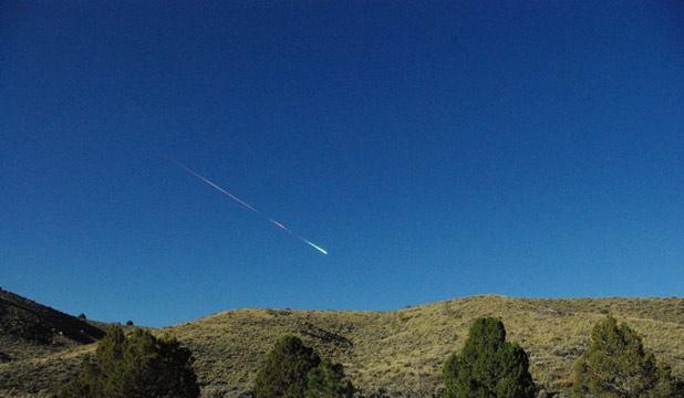Pad asteroida prema Sutters Millu, trenutak prije eksplozije.