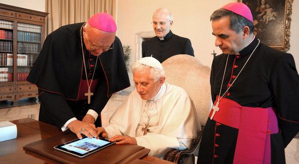 Zbunjeni i neupućeni papa, treba pomoć da aktivira svoj račun na Twiteru, zar zaista vjerujete kako će on odgovarati na poruke twiteraša?