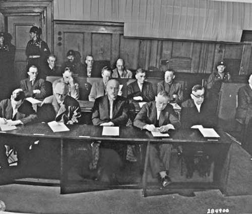 Optuženici iz konglomerata I.G.Farbena na suđenju u  Nürnberškom procesu.