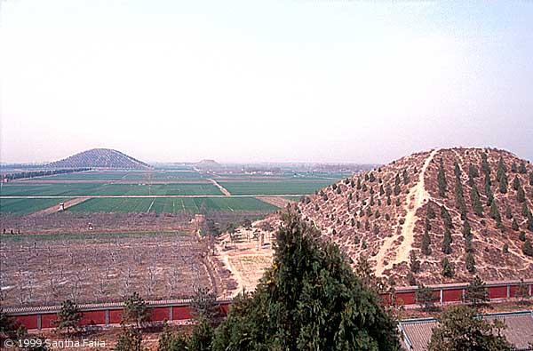 Grobnica prvog kineskog cara se nalazi u provinciji Xi'an koja je puna antičkih piramida.
