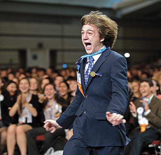 Jack u trenutku dobivanja glavne nagrade Gordon E. Moore na Intel Science Fair za 2012. godinu.