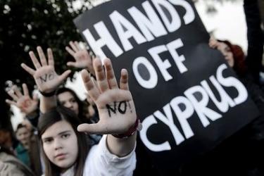 Ruke dalje od Cipra - čini se da je Cipar s posljednjim bailoutom u potpunosti izgubio samostalnost.