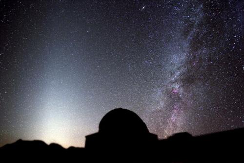 Predivna fotografija zodijačke svjetlosti snimljena pored opservatorije Roque de los Muchachos na Kanarima, sredinom 2011. godine.
