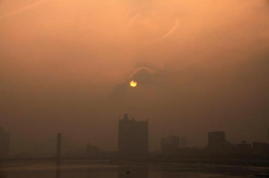 Jutro nad centralnom Kinom, gusti oblaci smoga prepuni toksina su stvarnost od koje se ne može pobjeći u Kini.