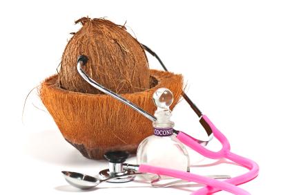Osim što se koristi kao sredstvo za ulješavanje kože i kose, kokosovo ulje ima široku i učinkovitu primjenu u liječenju mnogih bolesti i stanja.