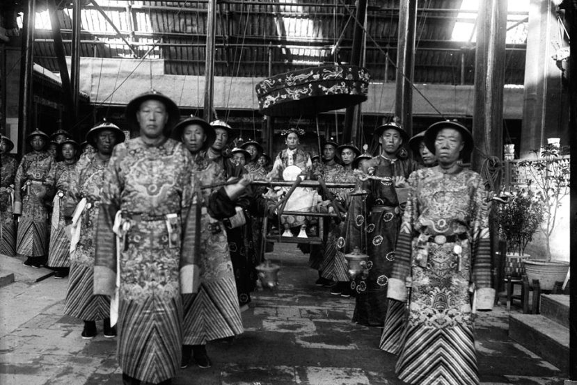 The-Empress-Dowager-Cixi-in-sedan-chair-surrounded-by-eunuchs