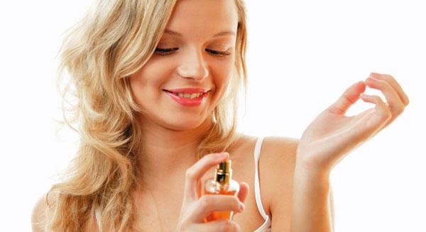 woman-perfume-wrist