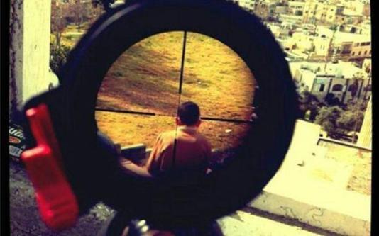 Izraelski vojnik Mor Ostrocski je snimio palestinskog dječaka kroz snajperski ciljnik. Je i to čisti psihopatski izričaj?