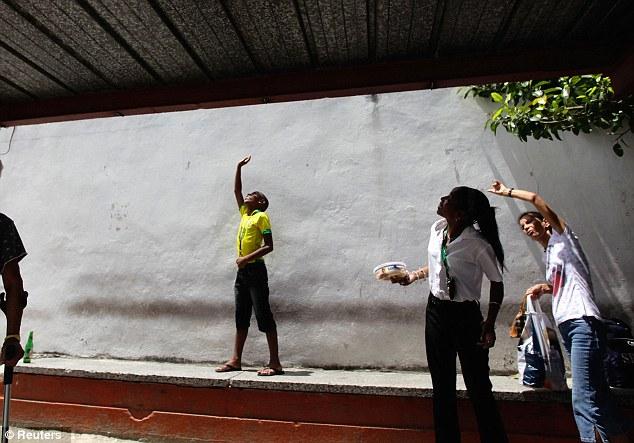 Zbunjeni stanovnici Havane.