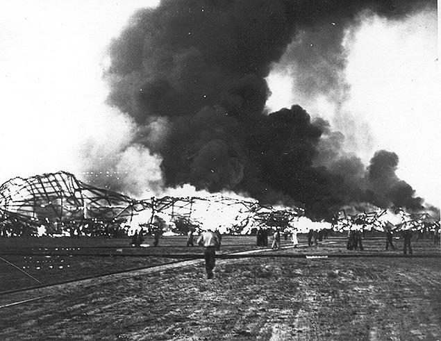 big_hindenburg_burning_on_ground