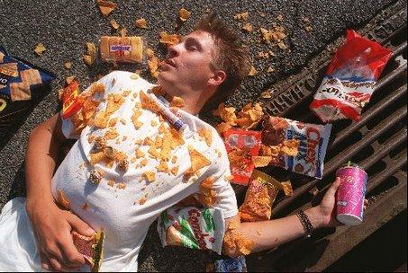 Studije dokazuju da je junk food (hrana smeće), bogata masnoćama i šećerom, puno više od prekomjernih kalorija. Ona uistinu stvara ovisnost na biokemijskoj i neurološkoj razini.