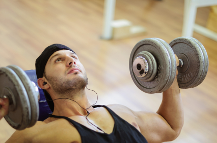 machines-vs-free-weight-dumbell-bench-press