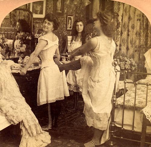 Žene su nekada nosile korzete koji su podržavali grudi i naglašavali ženstvenost figure. Jesu li to, kao danas grudnjaci, bile sprave za mučenje ili potpora tijelu?