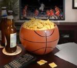 Košarkaška lopta kao posuda za grickalice