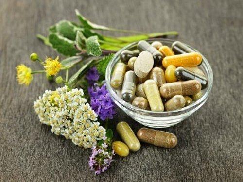Farmaceutske tvrtke potražuju prava na patentiranje spojeva iz ljekovitog biljka kako bi stekle monopol na tržištu te veći profit.