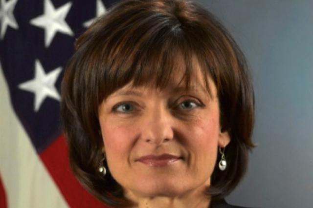 """Regina Dugan bivša direktorica DARPA-e je postala šefica Motorole, njen najnoviji izum je """"staro - novo"""" čipiranje ljudi kroz autorizacijske tablete."""