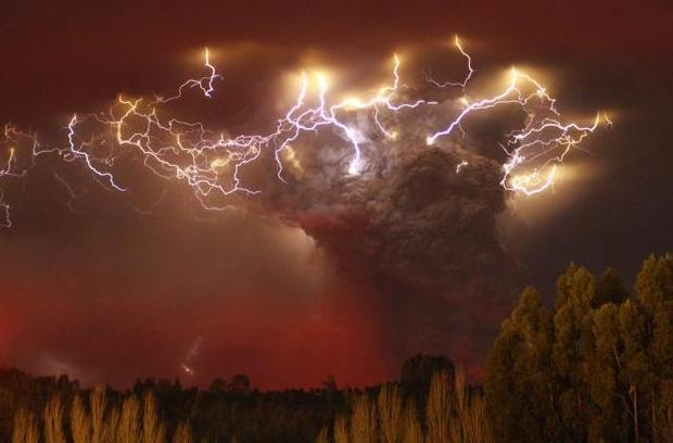 """Erupcija vulkana u Čileu prije godinu i pol dana, je stvorila niz """"prljavih"""" ili vulkanskih munja."""