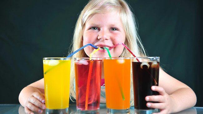 """Djeca vole slatka bezalkoholna pića upravo zbog šećera koji u njima izaziva ovisnost te uzrokuje žudnju koja traži još pića te """"vuče"""" na konzumaciju hrane - smeća, koja potom zahtjeva još pića što stvara začarani krug."""