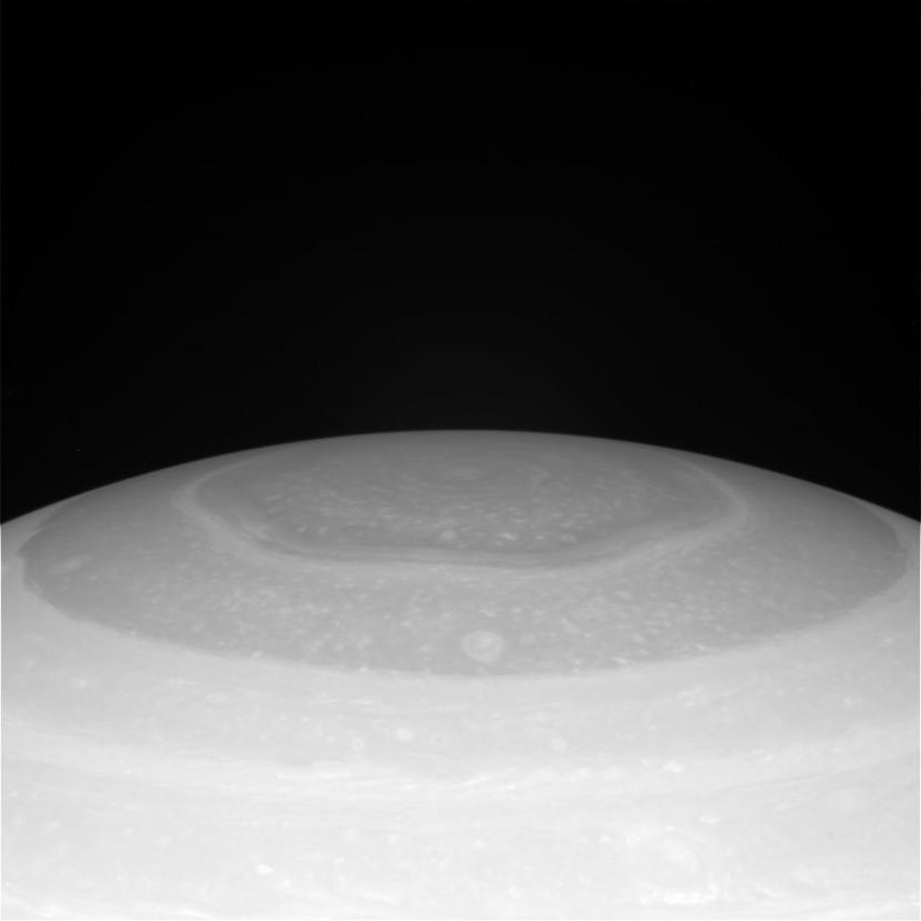 Jedna od zadnjih fotografija heksagonalnih oblaka na sjevernom Saturnovom polu.