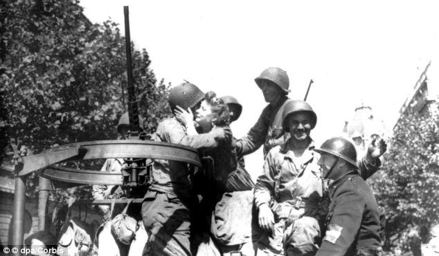 Američki vojnici su na tlu Francuske dočekani s oduševljenjem i zahvalnošću, no to se uskoro promijenilo, na žalost činjenice su dobro bile skrivene preko 60 godina.