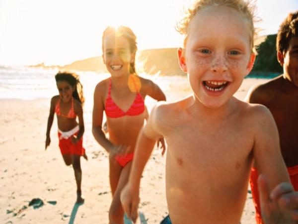 Svima nama je potrebna sunčeva svjetlost, no s obzirom da smo bijelci, potrebna nam je i odgovarajuća zaštita kože.