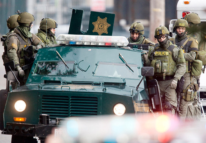 """Militarizirani policajci s opremom koju smo do sada mogli vidjeti samo po """"oslobodilačkim"""" ratovima u kojima sudjeluje SAD."""