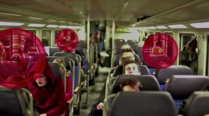 Zvuk se emitira iz odašiljača koji je priključen na prozorima javnog prijevoznog sredstva.