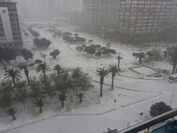 """04.06.2013. Cape Town u JAR-u je iskusio pravu zimsku atmosferu iako, se nalazimo u jeku globalnog """"zatopljenja."""""""