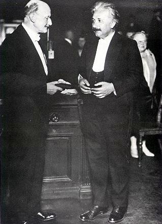 Einstein u trenutku primitka Nobelove nagrade za fiziku, koju je trebao dobiti Tesla