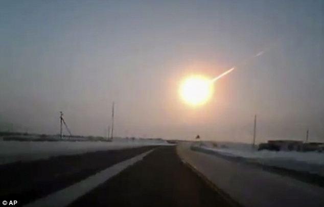 Trenutak prije udara fragmenta asteroida u okolicu Chelyabinska u veljači 2013.
