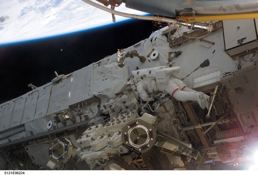 Što li prolazi između Zemlje i svemirske postaje?